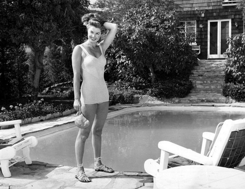 Esther Williams Esther Williams At Home By Her Pool 1948 Esther Williams Pinterest