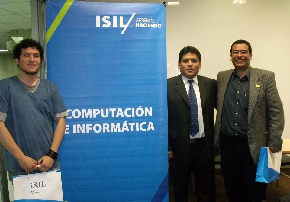 Cristian Flores, jefe de la unidad de desarrollo de videojuegos de @MagiaDigital; Iván Aguilar, Director de la Facultad de Tecnología de @isil_pe; y Juan José Miranda, director de proyectos de Magia Digital.