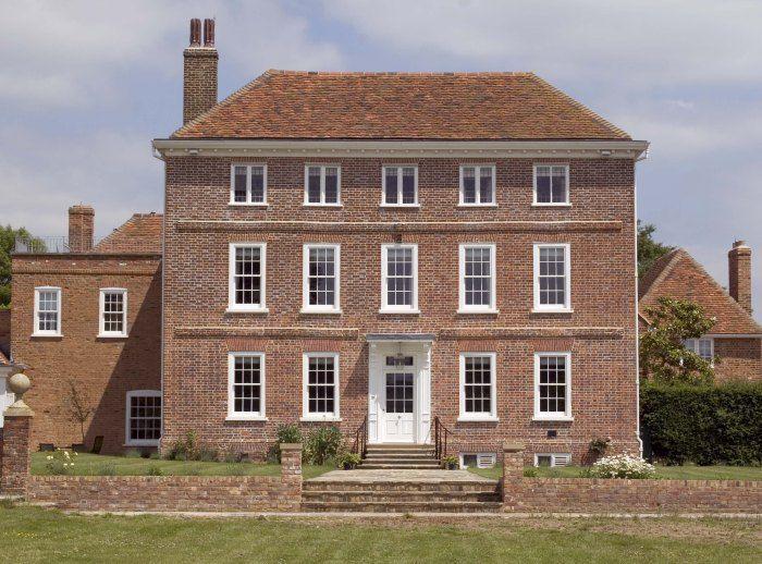Beautiful building - sash windows  http://www.rgwindows.co.uk/