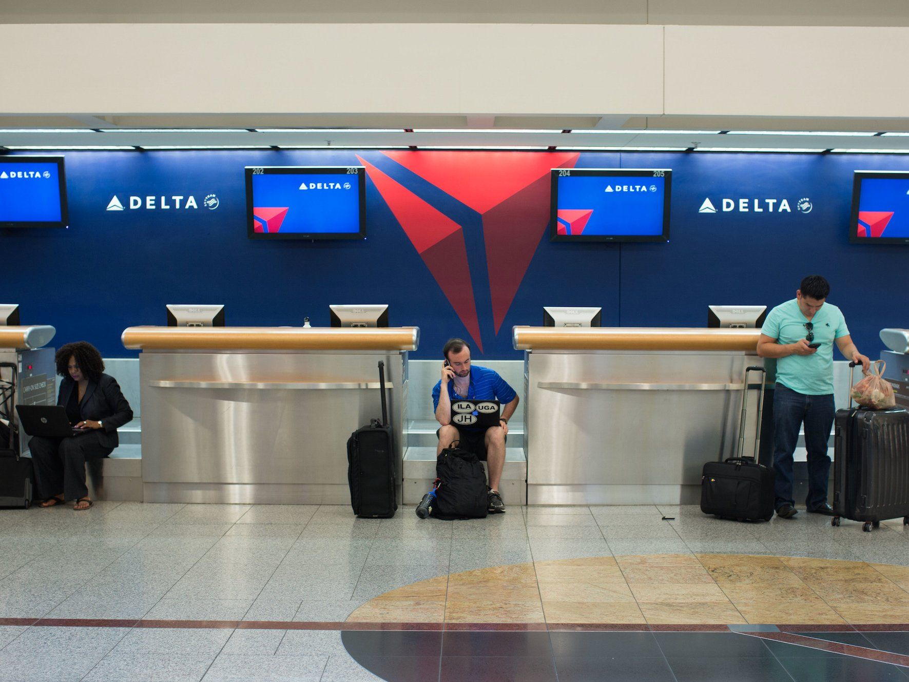 Delta makes strict new rules for emotional support animals