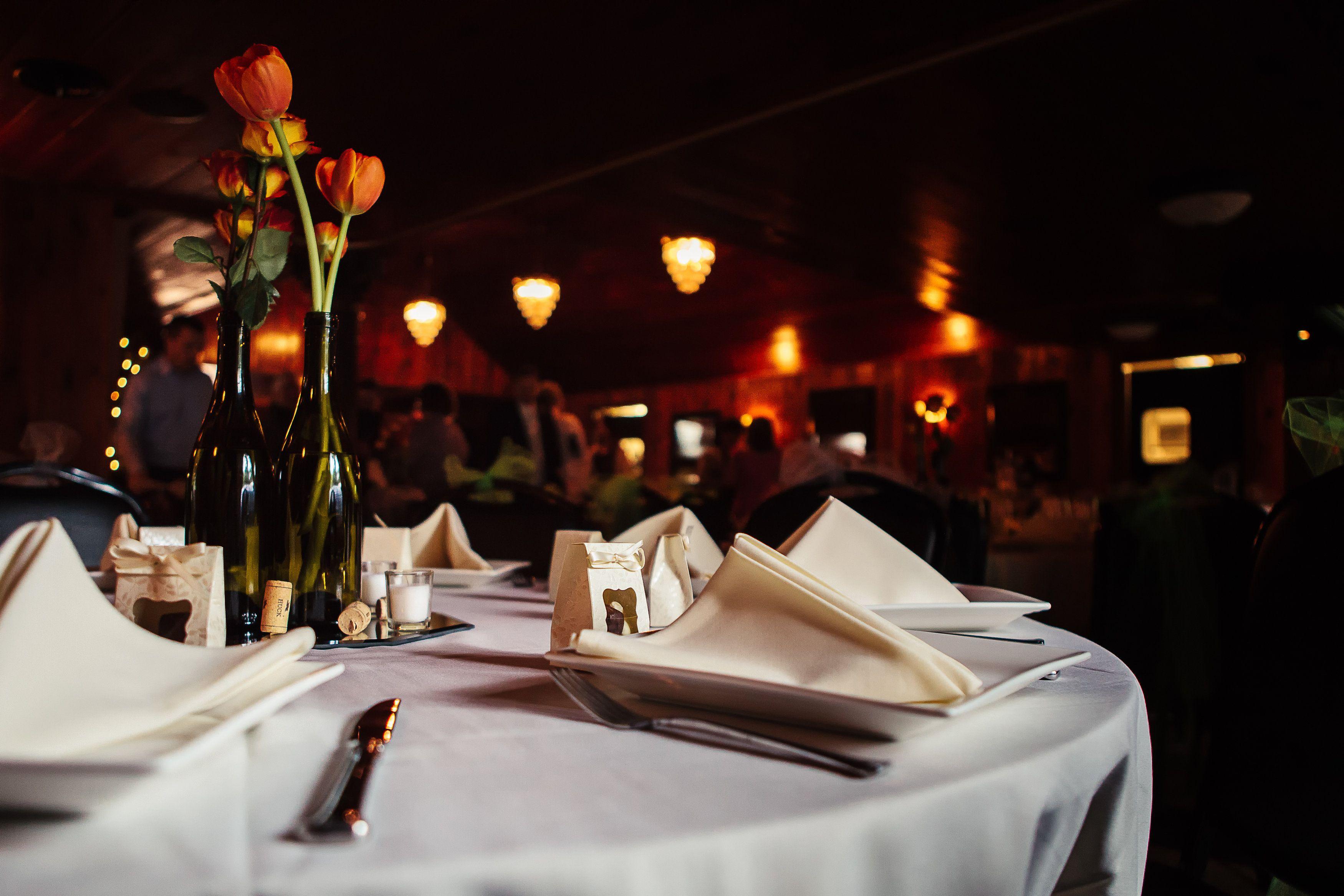 Table Decor   Spokane Wedding at Commellini Estate  Photos Courtesy 2Ees Photography