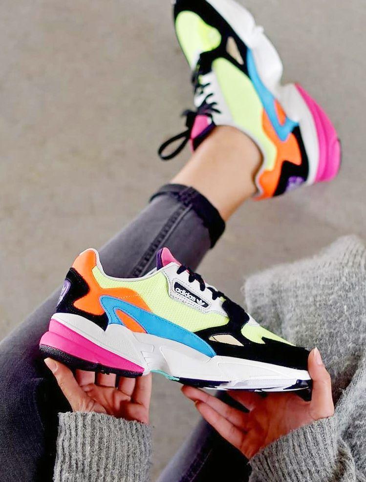 Adidas dévoile 2 nouveaux coloris néon pour ses baskets ...