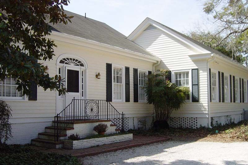 Book Online Painting Services For Best Rates Savannah Painting Trained Certified Professionals Offer Fir Savannah Houses House Painting Painting Contractors