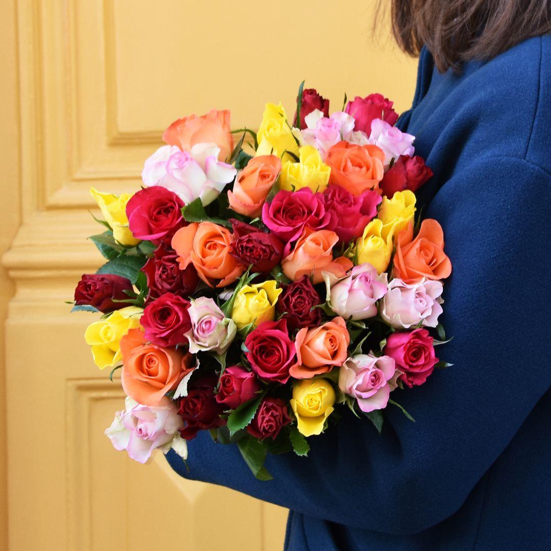 Un Bouquet De Roses Colorees Pour La Plus Belle Des Mamans