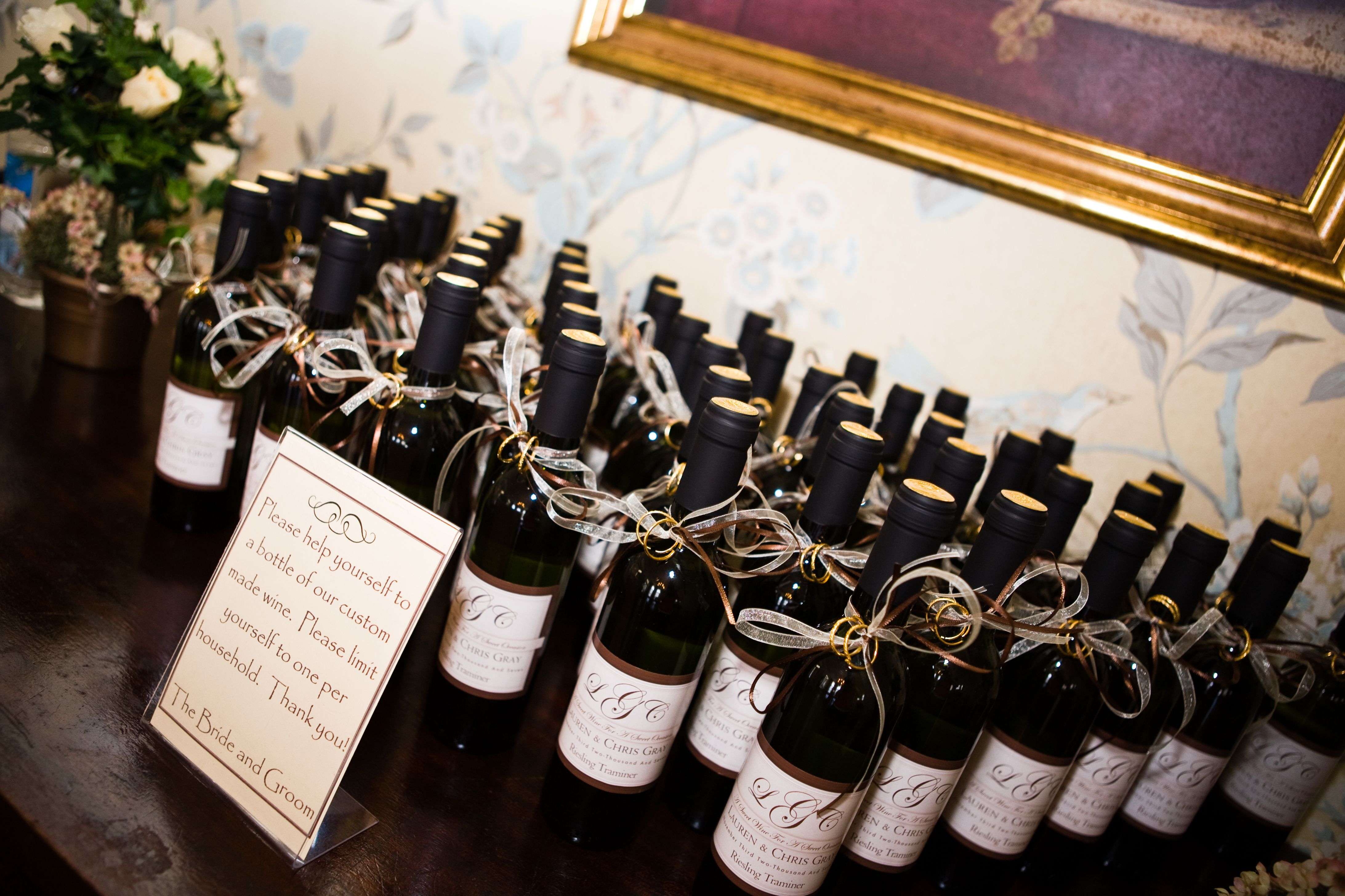 Custom made wine as wedding favors | Wedding | Pinterest | Favors ...