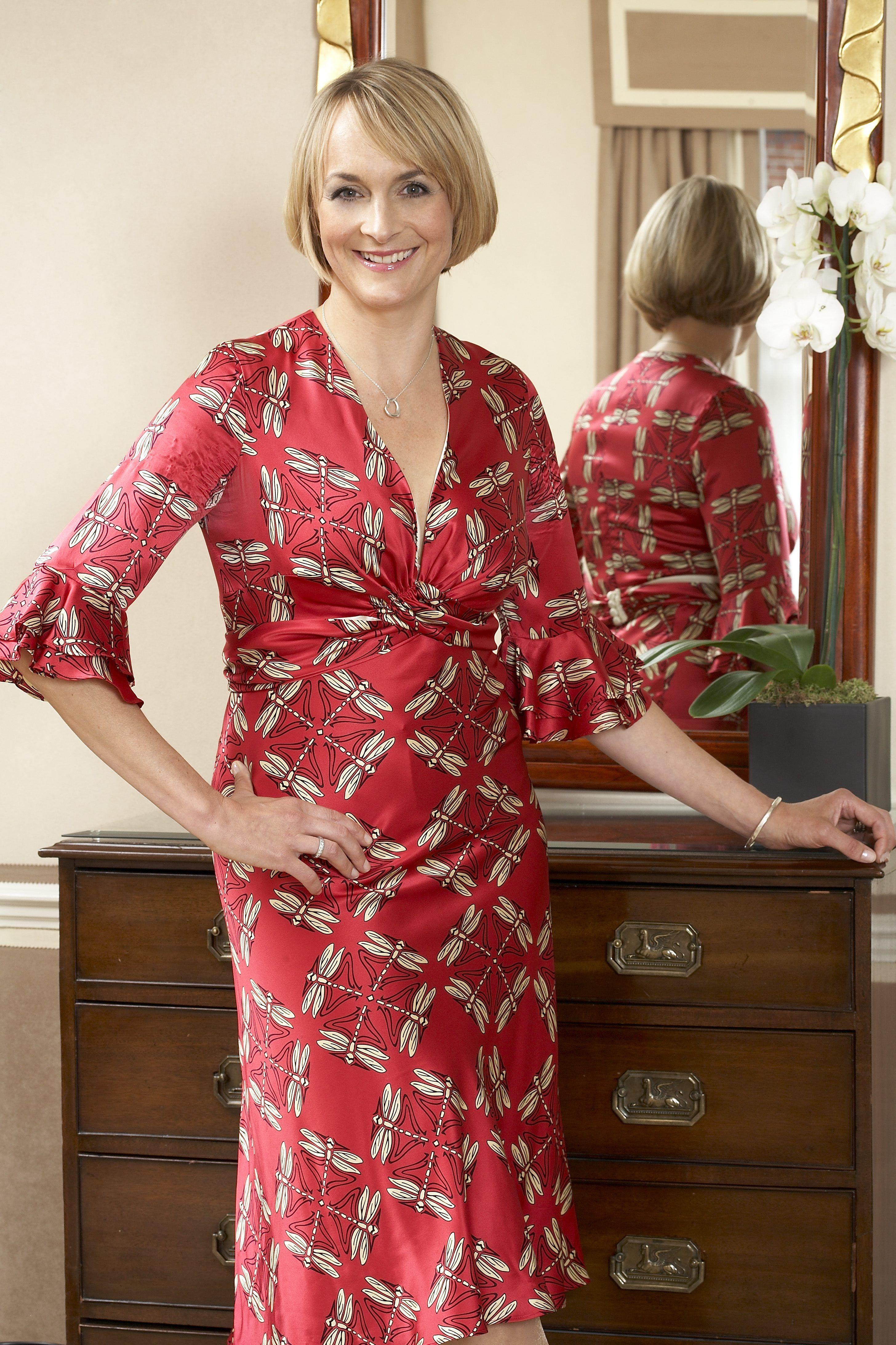 Louise Minchin Gorgeous Women, British Celebrities, Lady, Sexy Dresses,  Bbc, Weather