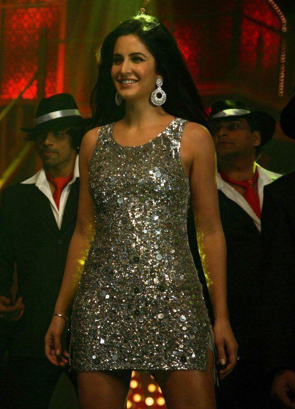 Katrina Kaif silver dress in Welcome   Katrina kaif ...