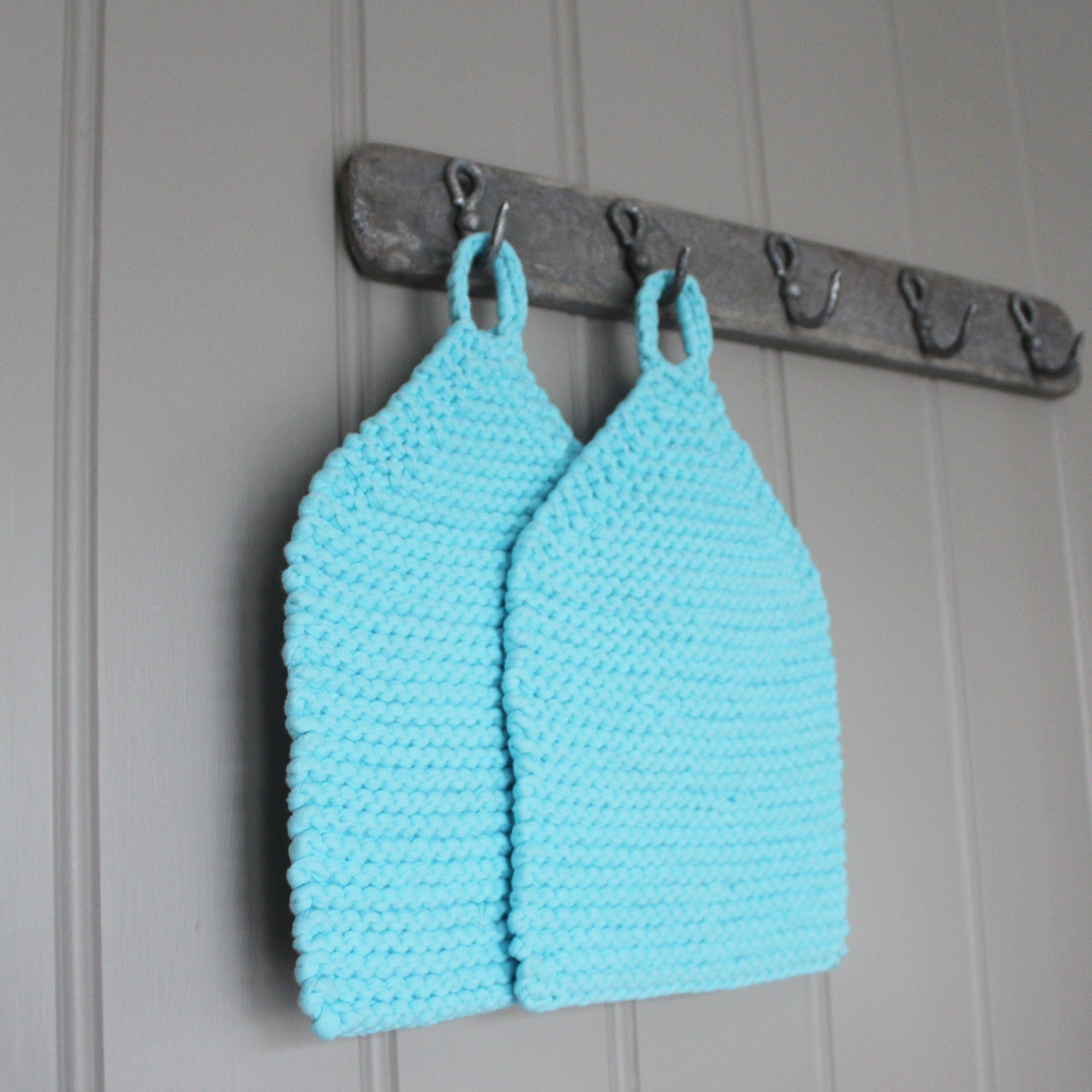 Knitted potholders made with fabric yarn free pattern in Norwegian ...