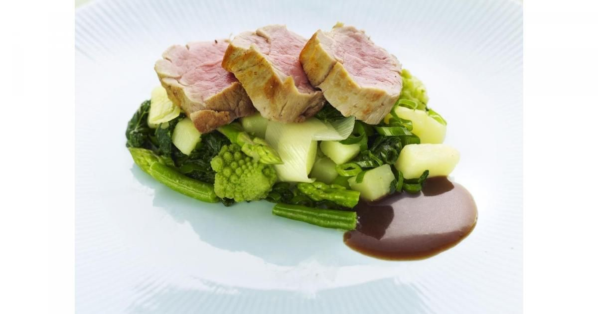 Gebakken varkenshaasje met gewokte groentjes
