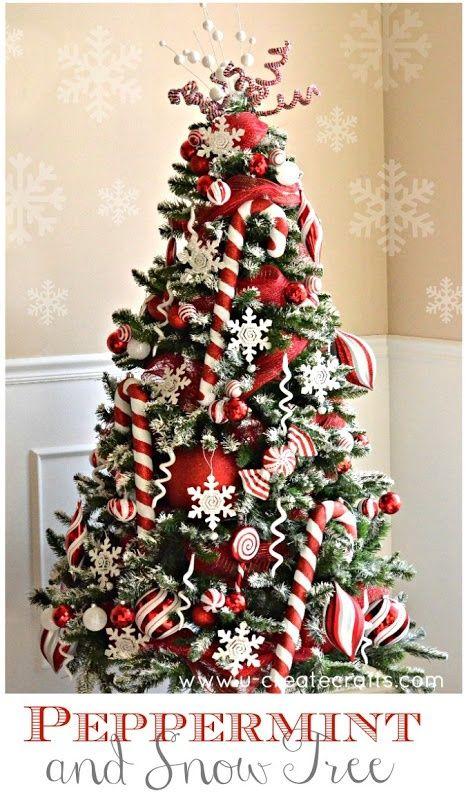 Sapin De Noël Traditionnel Ou Moderne Rouge Et Blanc En Mode