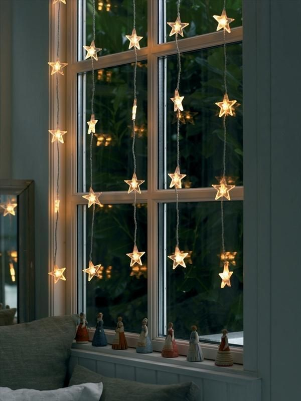 Last minute Christmas decor ideas! Curtain lights on the window add fun illumination indoors and out!