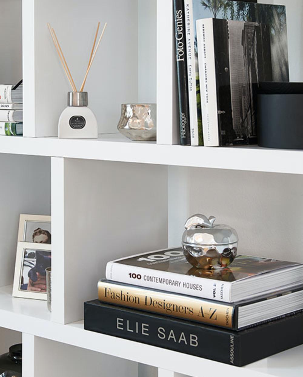 Simple Chic Elie Saab Book Regal Portlyn Duftkerze Apple