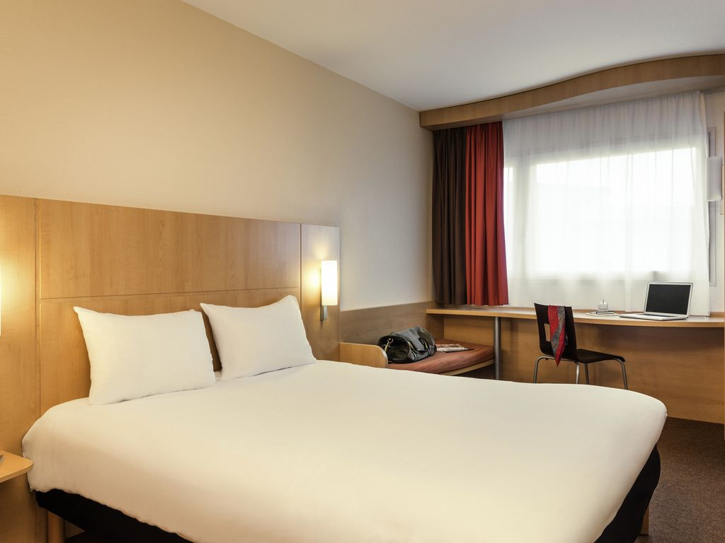 The Ibis Marne La Vall E Val D Europe Hotel Is Situated 22 Yards  # Muebles Deurope