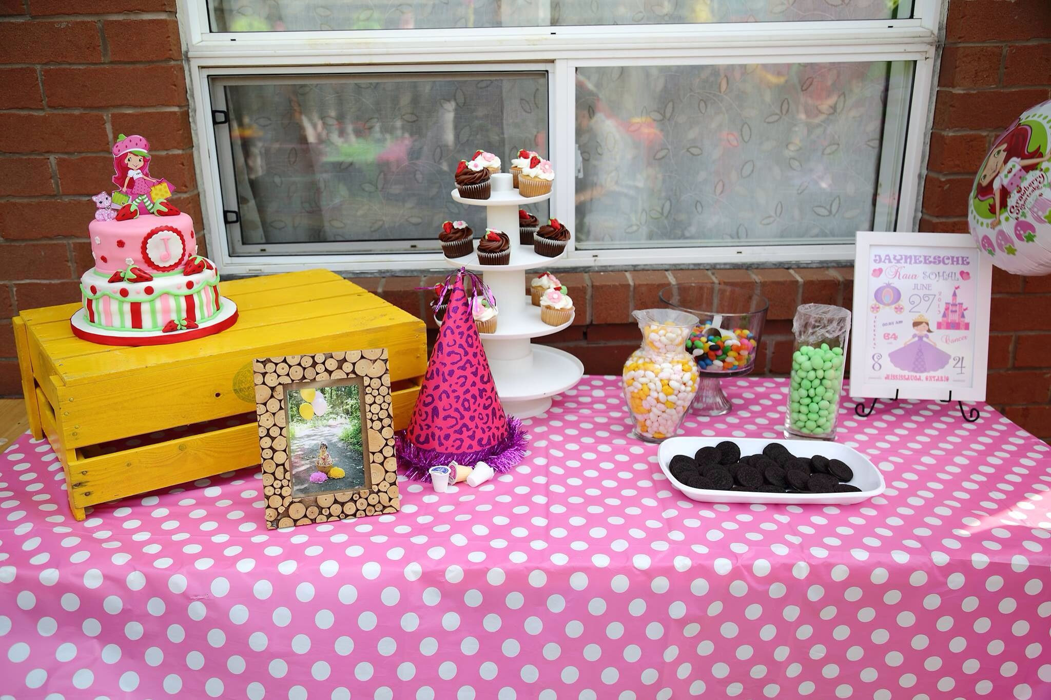 I had candy bar too...which kids liked a lot....the crate I painted on her first birthday and used it...
