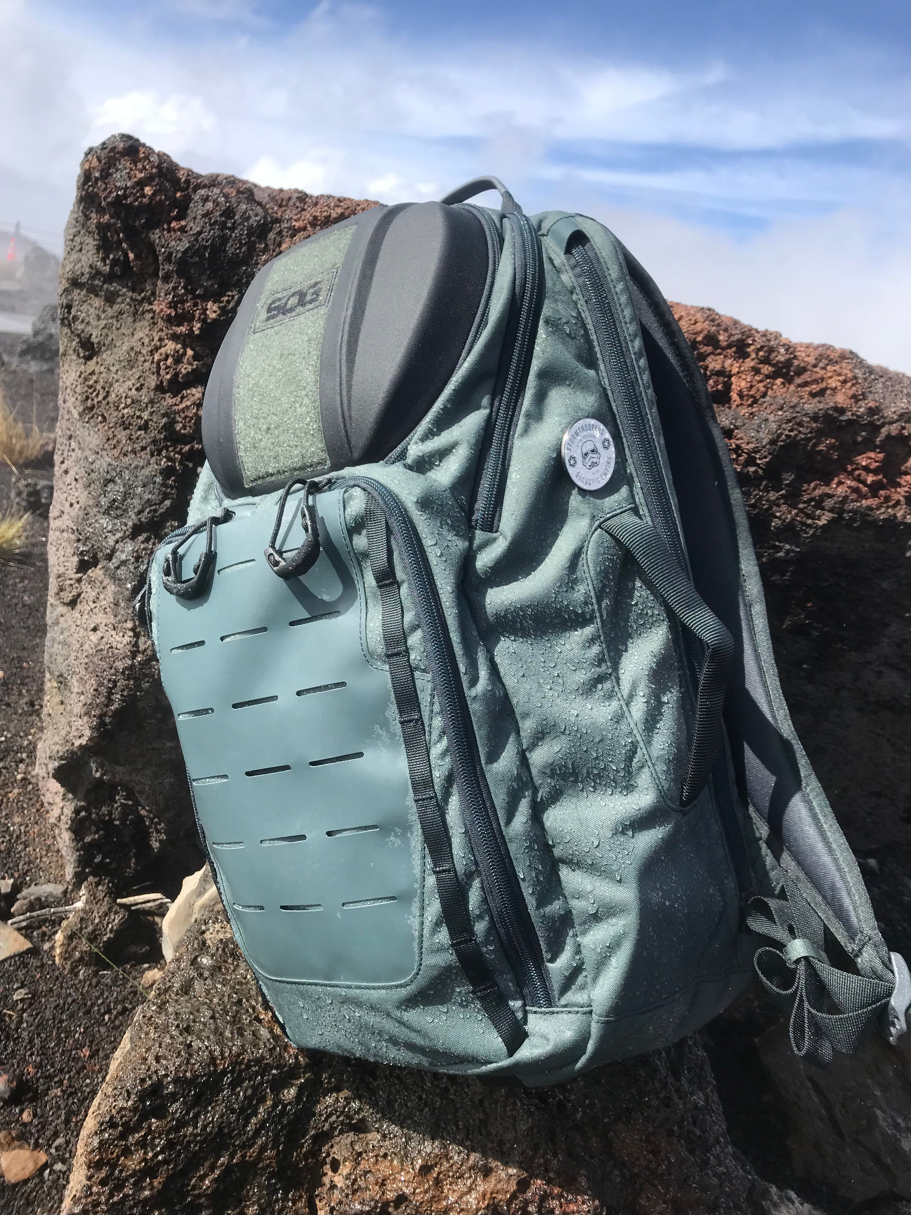 ebcc10245b TOC 20  The SOG TOC is the ultimate 20L daypack for an urban warrior or  forest adventurer. Its light overall weight makes it easy to tote around.
