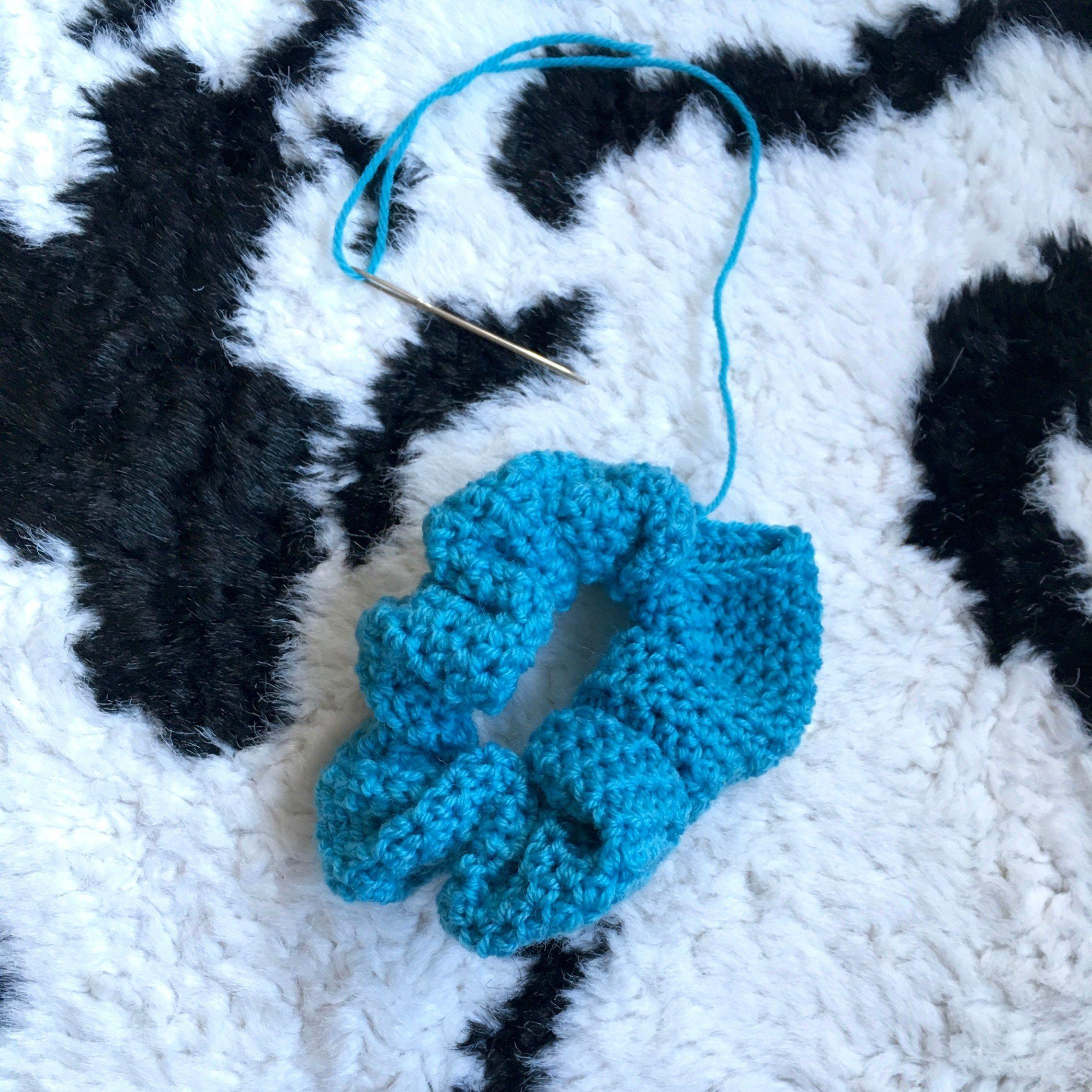 Thank Scrunchie it's Friday! - Free crochet Scrunchie Pattern #crochetscrunchies Thank Scrunchie it's Friday! - Free crochet Scrunchie Pattern - Dora Does #crochetscrunchies
