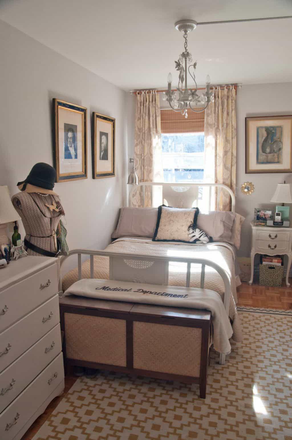 Nice Small Bedroom Arrangement Tips To Maximize The Space In 2020 Small Bedroom Arrangement Bedroom Arrangement Cozy Small Bedrooms