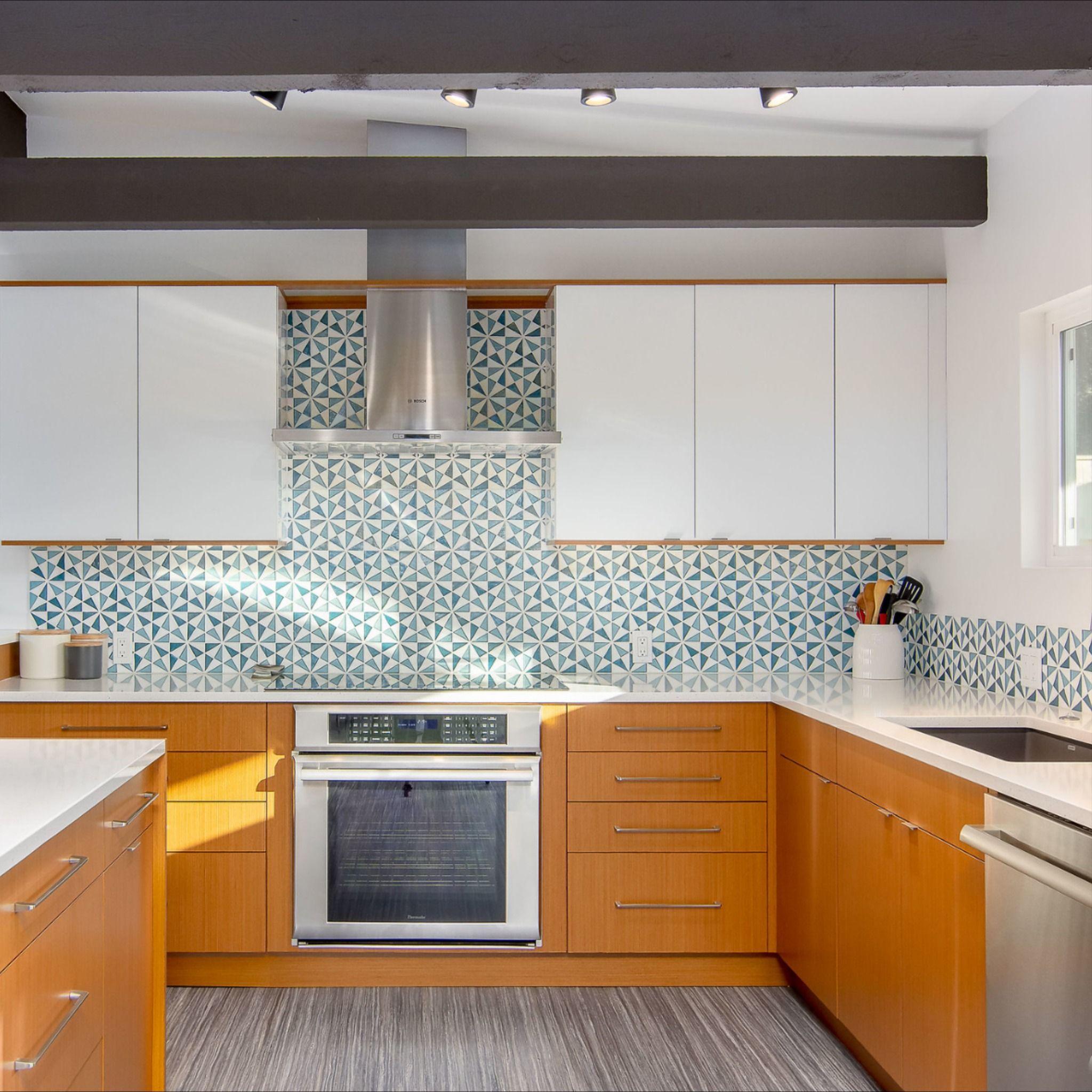 Mid Century Modern Kitchen Remodel In Eugene Oregon In 2020 Mid Century Modern Kitchen Modern Kitchen Design Kitchen Remodel