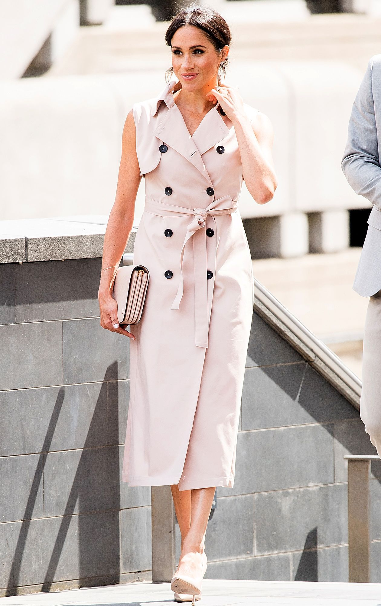 How meghan markle seamlessly transitioned her belted
