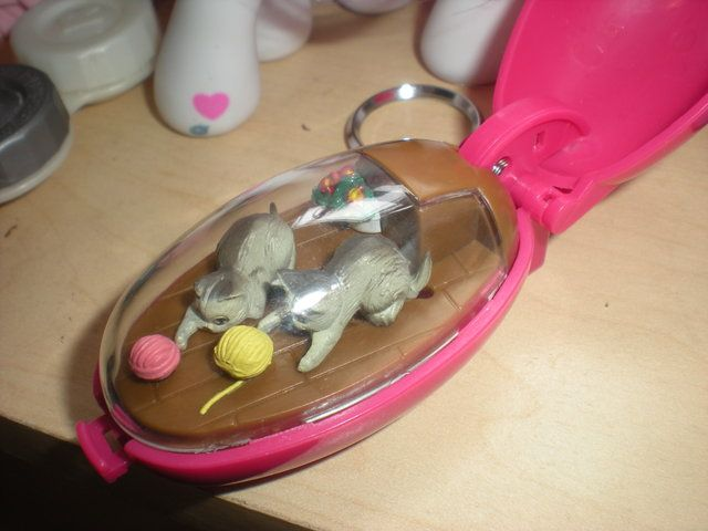ID: Pocket Critters] Windup toy keychain with moving animals inside