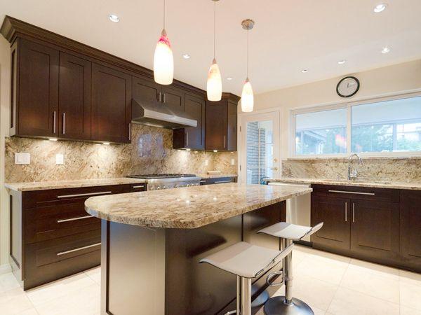 Best Cherry Wood Shaker Wide Rail Door Style Kitchen 640 x 480