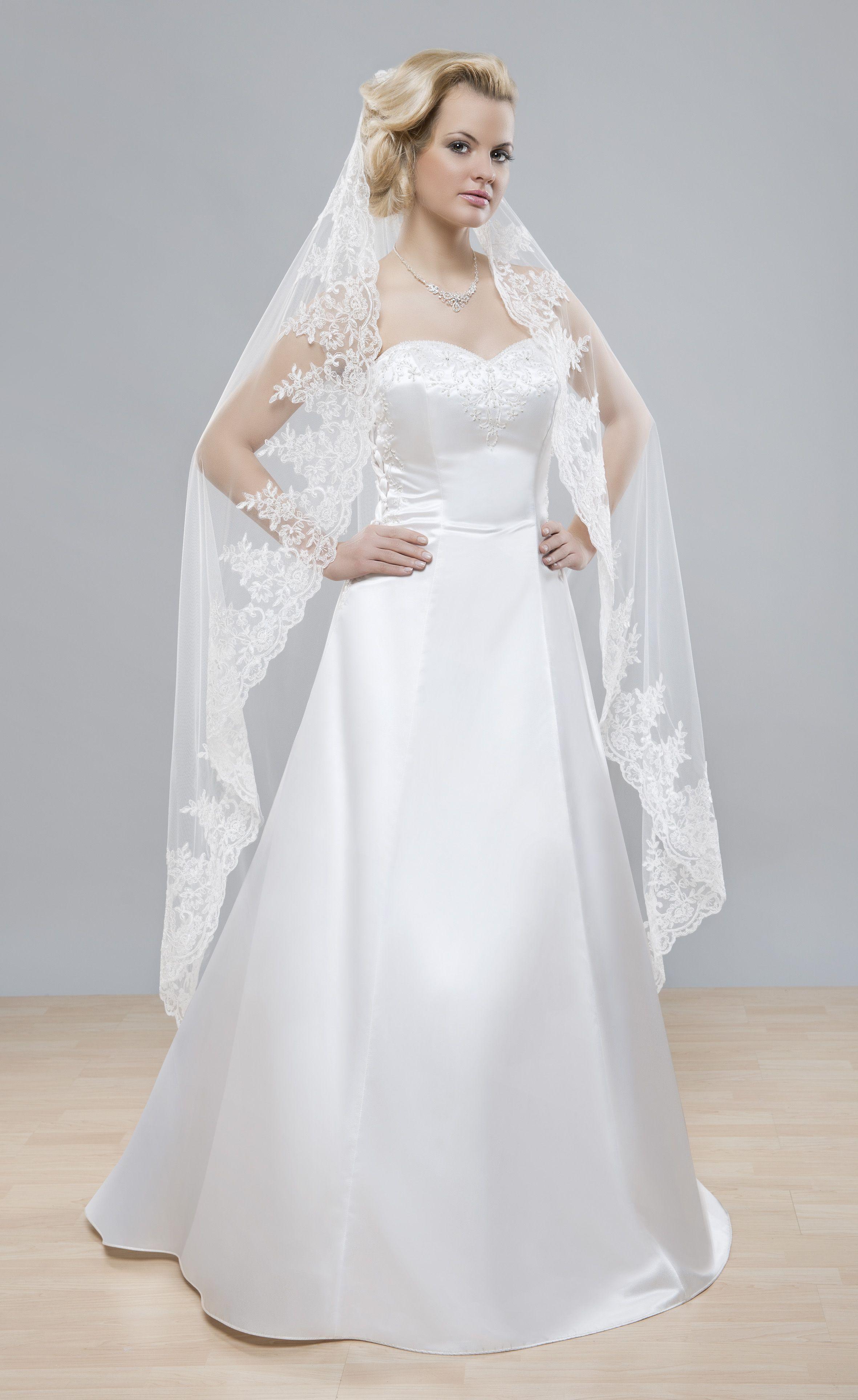 Najobľúbenejší svadobný závoj z kategórie španielskych svadobných závojov z kolekcii Glamour.