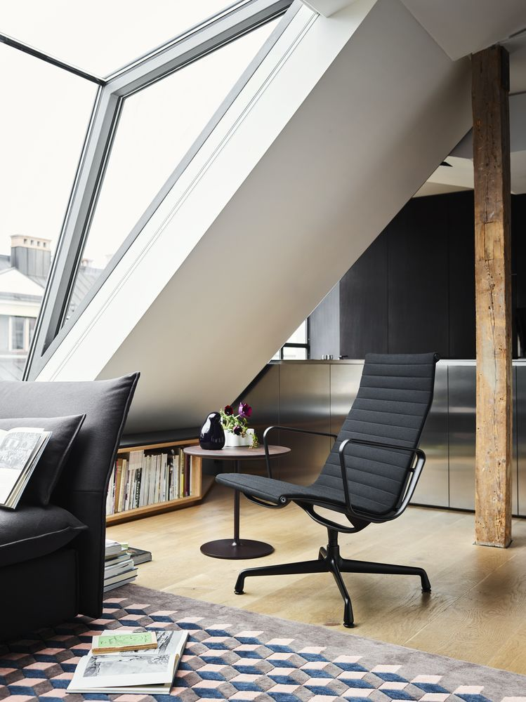 Charles Eames Bureaustoel.Vitra Bureaustoel Aluminium Chair Ea 119 Stof Zwart Frame Door