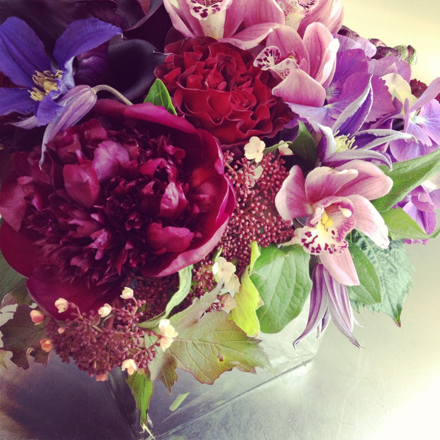 Follow Cymbidiumfloral On Instagram Modern Flower Arrangements Flower Arrangements Send Flowers