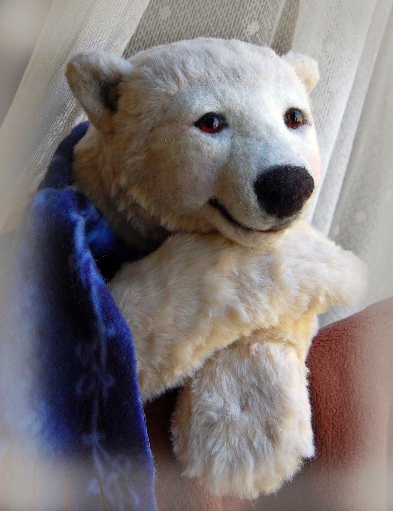 a one of a kind collectible teddy bear by Mary Lou Foley  of baysidebears.com