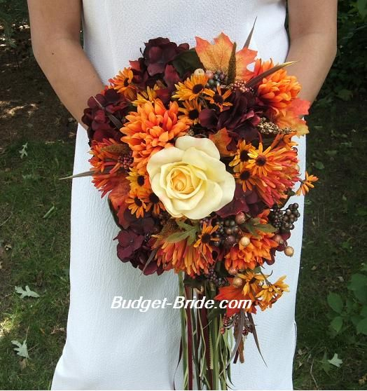 LOVE this fall bouquet minus the random white rose in the center ...