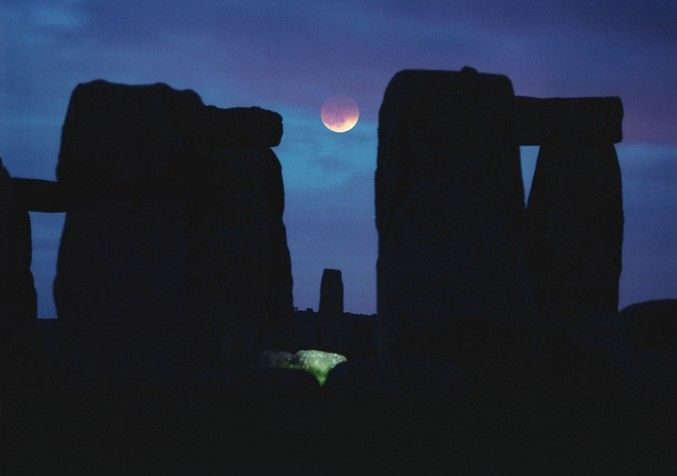 Moon between the sarasans of Stonehenge