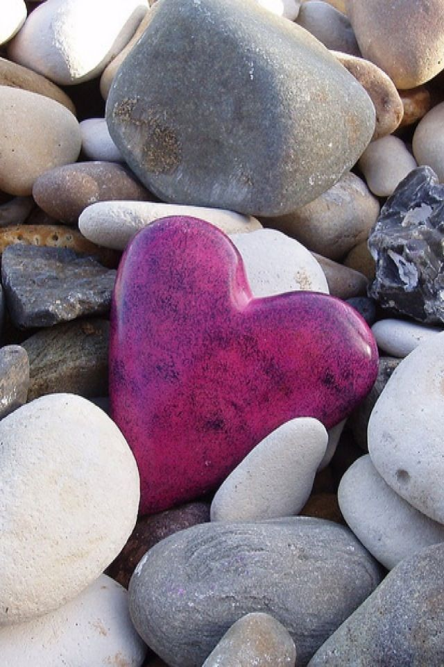 Heart Of Stone Pinkish Purple If You Use Stones For People To Write Things On Could Easily Add Into The Mid Heart Shaped Rocks Stone Heart Pink Heart