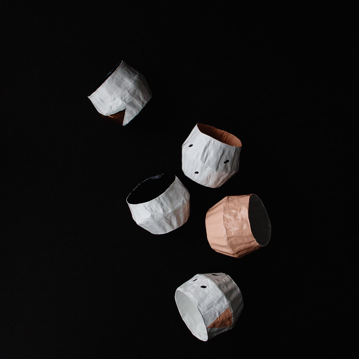 Small Paper Mache Pots. Simple, sleek and graphic, with a Scandinavian influence, these little pots of pastel colours are reminiscent of the 50s and 60s. Handmade in paper mache, lightweight and environmentally friendly, they are perfect to dress up your little plants, cactus or succulents.