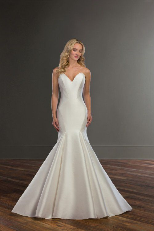 513cb6002ff Modern + chic wedding dress idea - trumpet-style wedding dress with  strapless