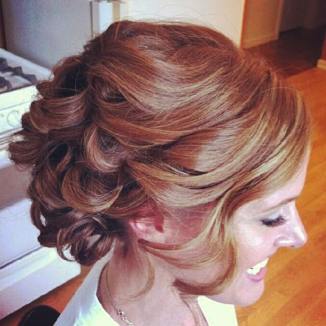 Curly Hairstyles For Wedding Guests: Soft, Curly #wedding #updo #hairstyle #weddinghair