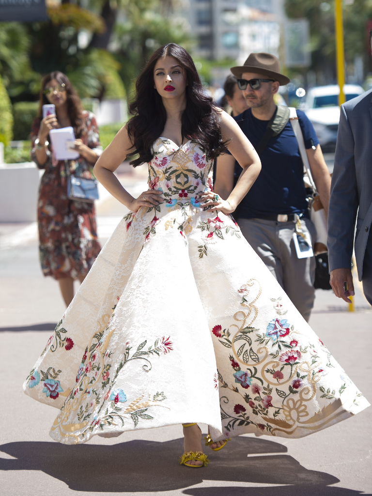 Aishwarya Rai Looks Drop Dead Gorgeous In A White Mark Bumgarner Gown At The 70th Cannes Film 2017 Fashion Dresss Beautiful Dresses Gowns Dresses