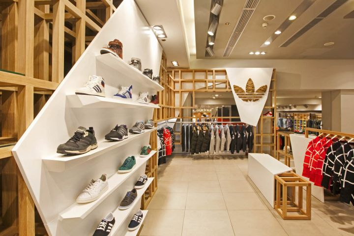 SUPPA Sneaker Boutique by Daniele Luciano Ferrazzano | retail | Pinterest |  Retail, Spaces and Showroom