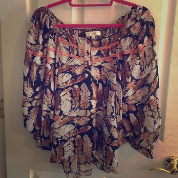 "Boho feather hi-lo short top Sized ""L"" but really fits like OSFM. This top is superbly comfortable and ultra stylish. Umgee Tops"