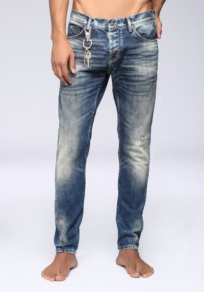 """Carrot fit """"Thunder"""" jeans in faded denim with logo keyring"""