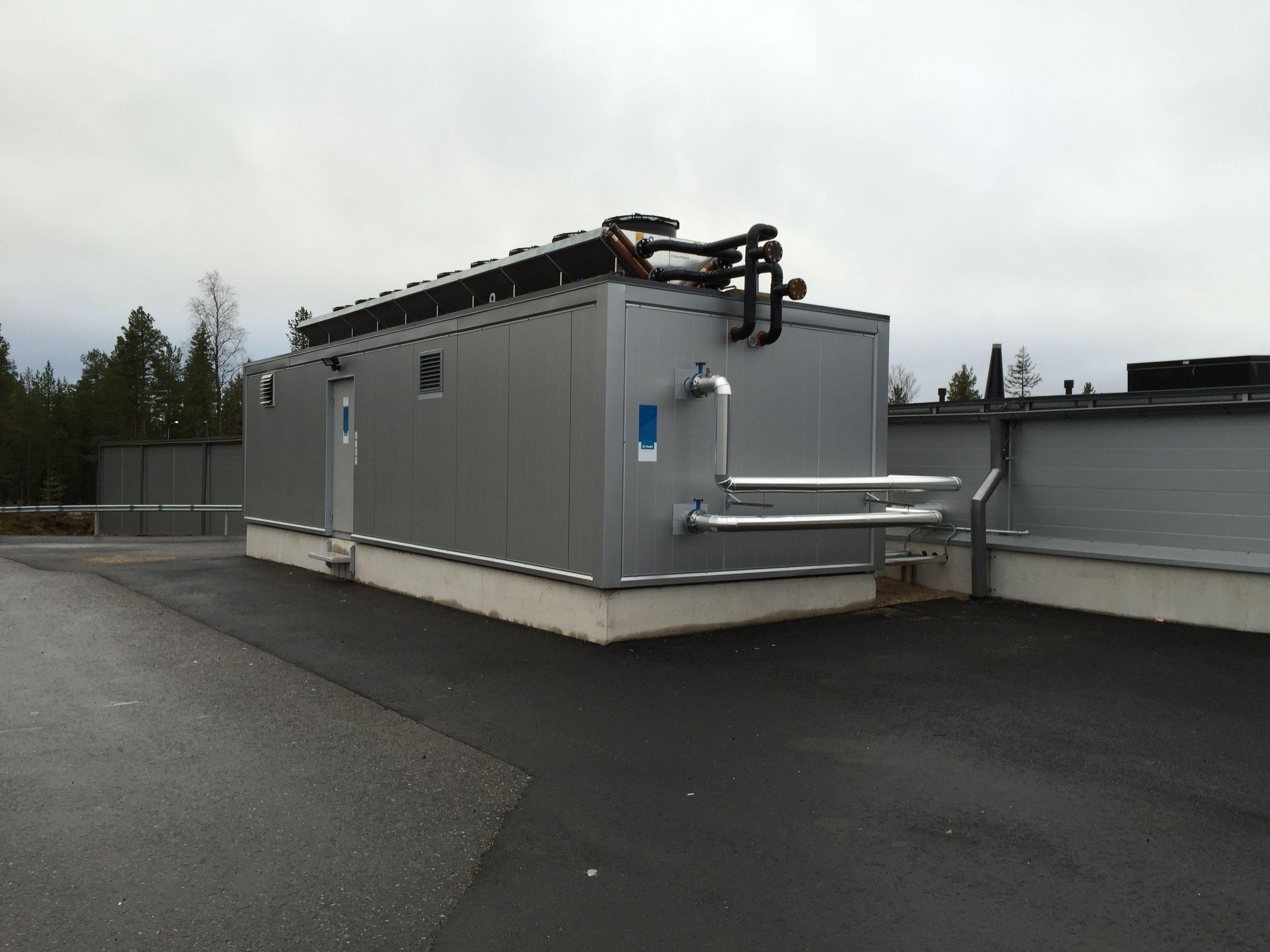 Lappi Areena, Jäähallin Findrin ICE kylmäkonehuonekontti. Putket kytketään kontista jäähallin jäähdytys- ja lämmitysverkostoihin.
