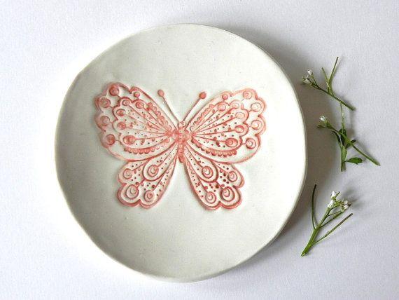 Rustieke Vlinder Keramische Bord Witte Plaat met Rode door Ceraminic, $16.00