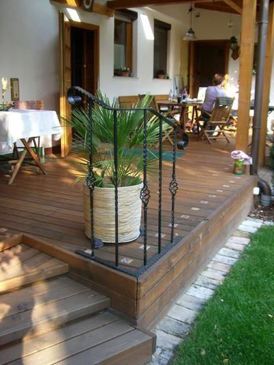 Terrasse mit Lärchenholz-Brettern Bauanleitung zum selber bauen