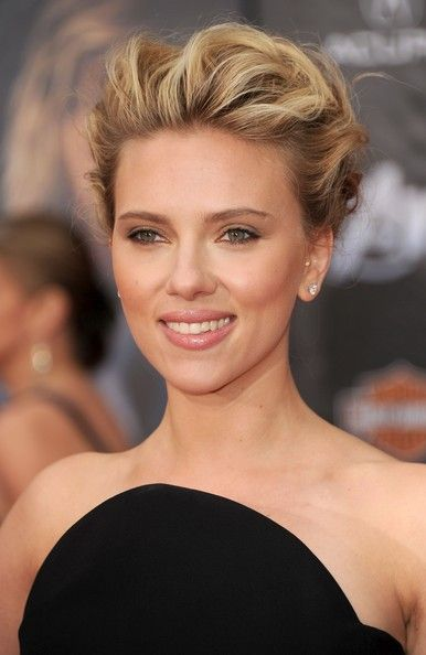 More Pics Of Scarlett Johansson Bobby Pinned Updo Scarlett Johansson Hairstyle Wedding Hair And Makeup Short Hair Styles