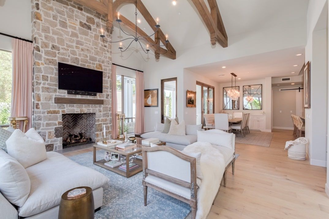 Nikki Bella Lists Arizona Home Next To Brie S For 1 995m Arizona House Minimalist Home Interior Phoenix Homes