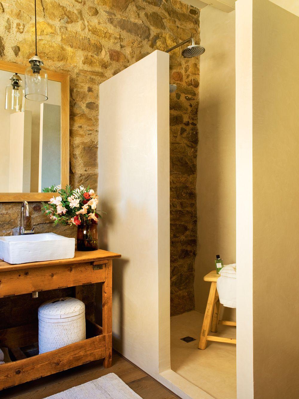Ba o r stico con pared de piedra y ducha de obra 00391517 - Cuartos de bano rusticos de obra ...