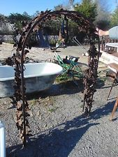 VINTAGE ORNATE ARCHITECTURAL WROUGHT IRON GARDEN ARCH WELL TOPPER ARBOR