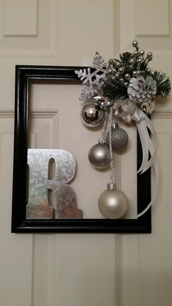 Last Minute DIY Weihnachtsschmuck mit kleinem Budget - Bilderrahmenkränze - #bilderrahmenkranze #budget #kleinem #minute #weihnachtsschmuck #christmasaesthetic