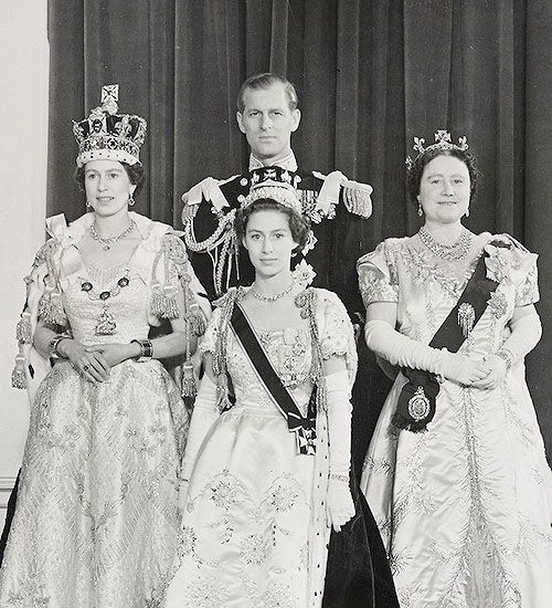 The Coronation Of Queen Elizabeth Ii On 2 June 1953 Photographed In The Throne Room In Buckingham Palace Royal Family England Royal Family Princess Elizabeth