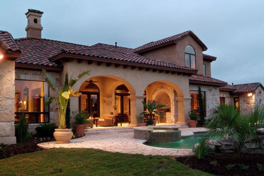 Ville di lusso con piscina case da sogno for Case in stile hacienda