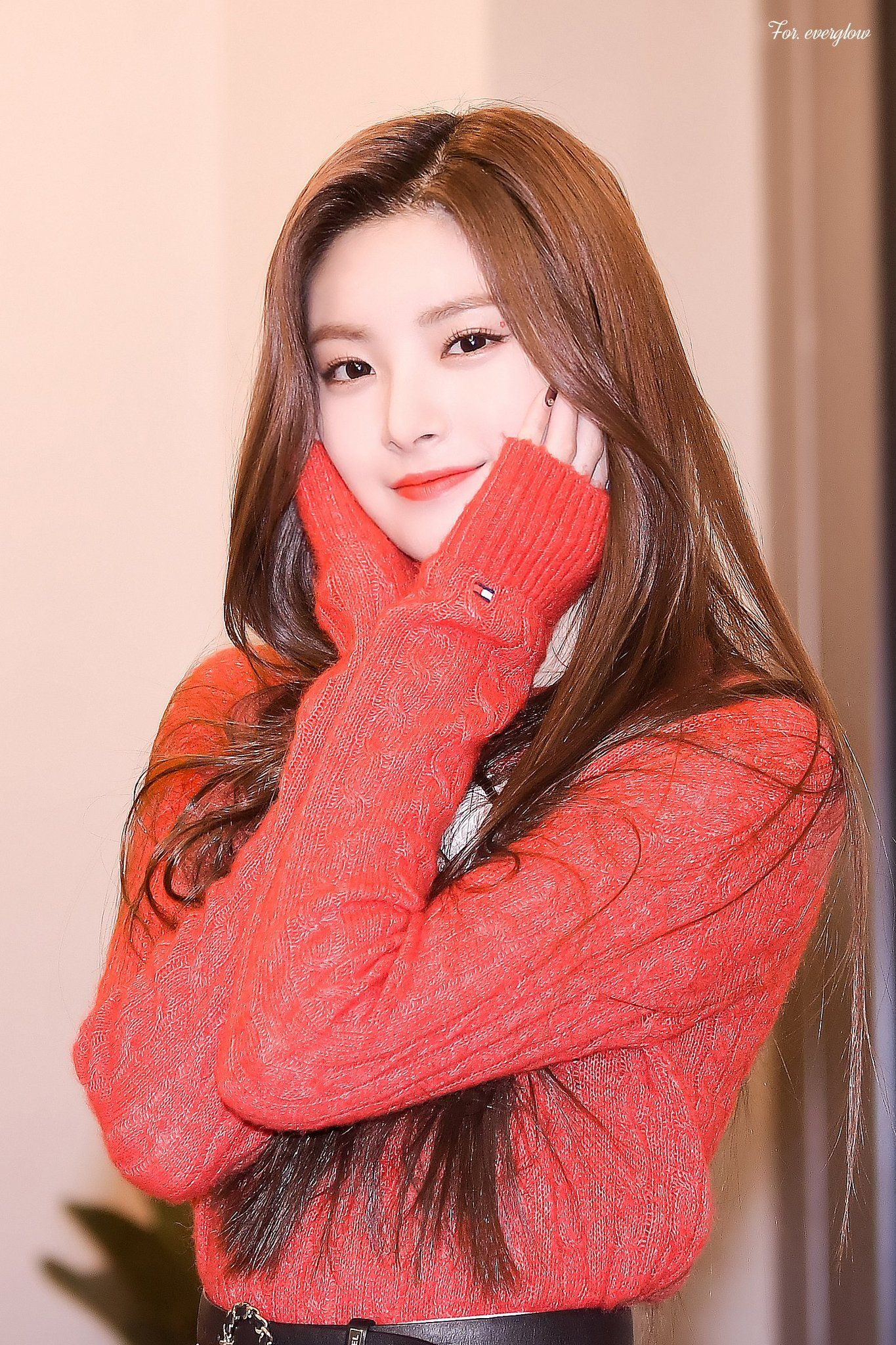 For Everglow On Twitter Pretty Korean Girls Kpop Girls Beautiful Outfits